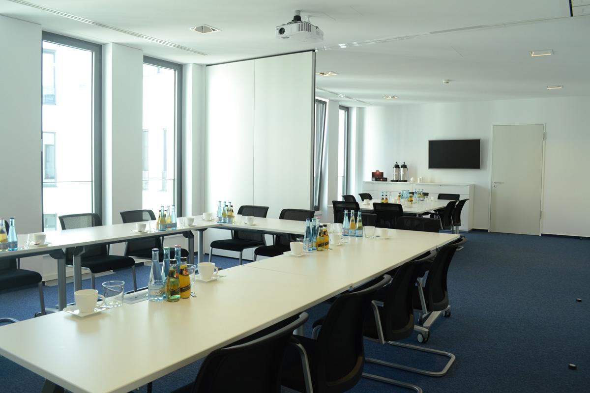 seminarraum tagungsraum in berlin tagungsr ume bei den erneuerbaren energien in berlin mitte. Black Bedroom Furniture Sets. Home Design Ideas